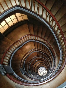 stairs-113610_1920