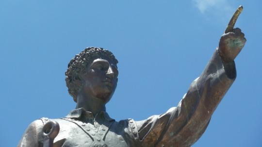 statue-162763_1920.jpg